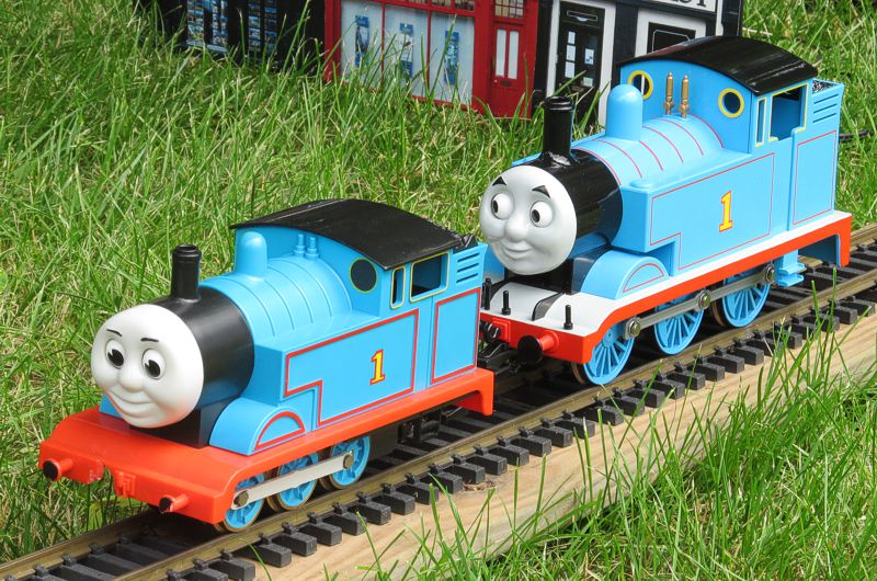 Bachmann And Lionel Thomas Friends Coaches Side By Click For Bigger Photo