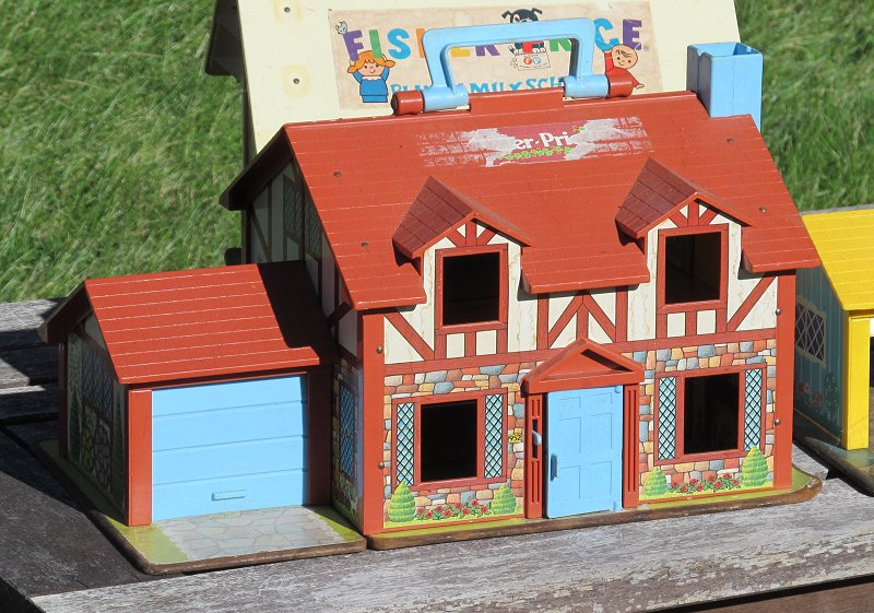 Trashbashing A Fisher Price Cape Cod Play Family House
